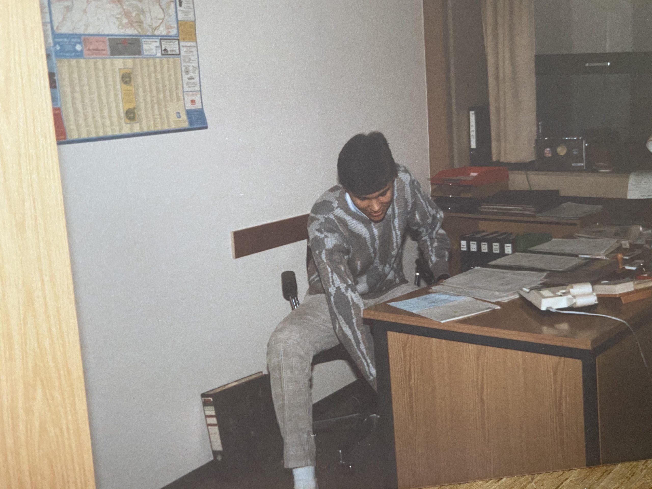 Mein erstes Büro bei der Polizeiverwaltung. Seht ihr die Rechenmaschine?